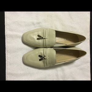 Enzo Angiolini beige loafer, Size 9.5M,
